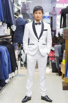 Tuxedo Trắng Phối Cổ Đen Nổi Bật