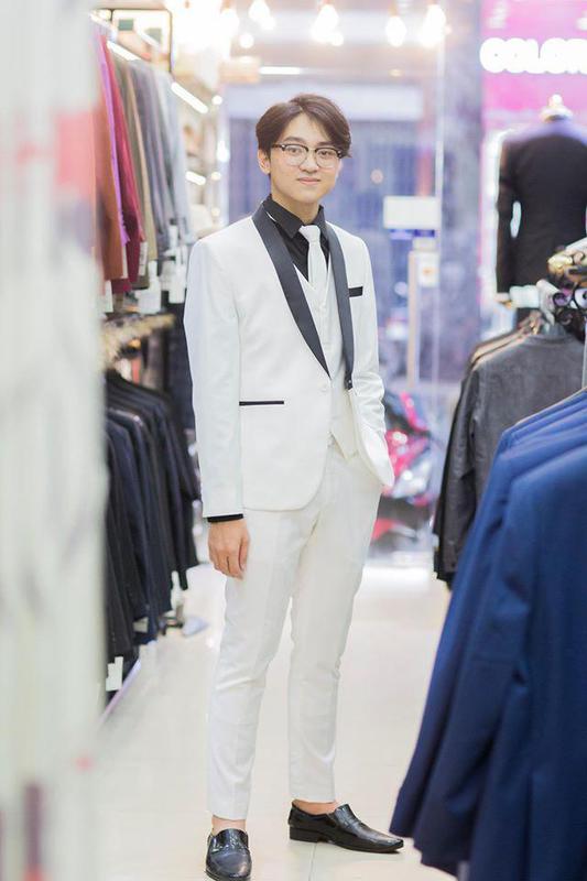 Tuxedo Trắng Nổi Bật Cho Chú Rể