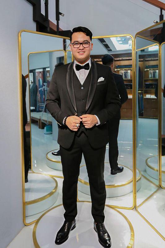 Tuxedo Đen Ôm Dáng Cho Chú Rể Việt